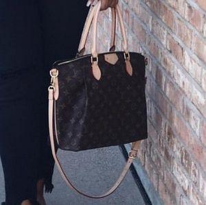 IOS Louis Vuitton Crossbody bag $400 & below
